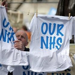 Inghilterra e Francia in crisi per la sanità: liste d'attesa e tagli alle spese